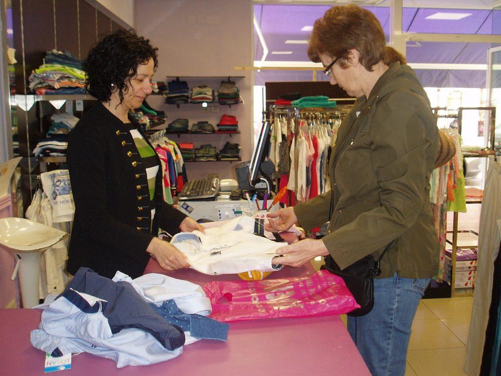Luisa López con clientas