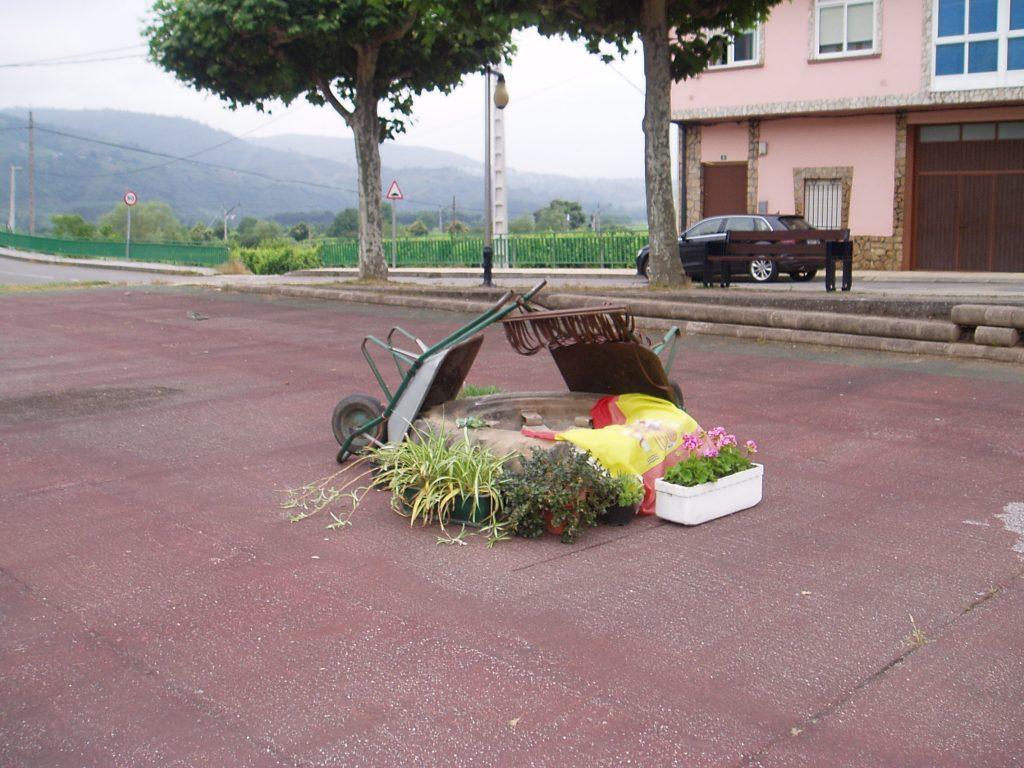 Macetas y carretillas en el Campo de San Roque