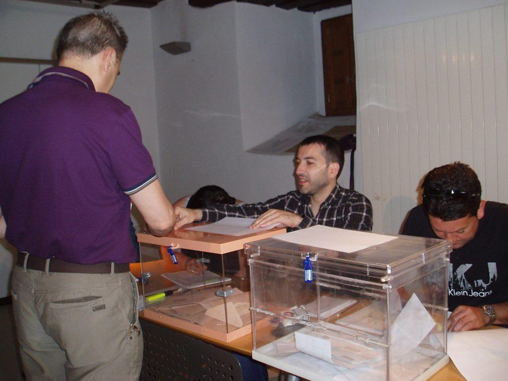 Mesa electoral en O Barco