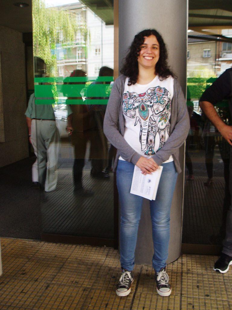 Noa Presas á porta do hospital de Valdeorras en O Barco
