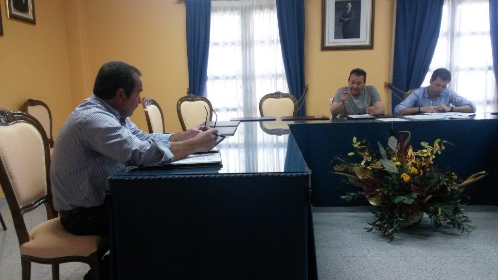 Pinto y el alcalde durante el debate de la moción
