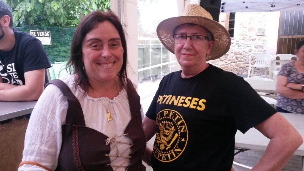Raquel Bautista con otra integrante de la organización