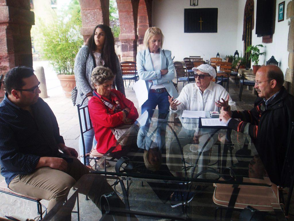 Ricardo Soto (Rubiá), Irene Dacal (O Barco) y la directiva de la asociación