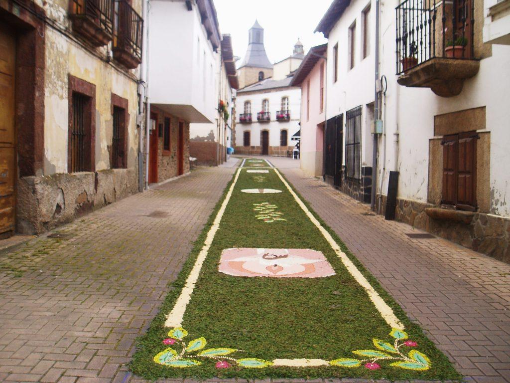 Un pasillo floral