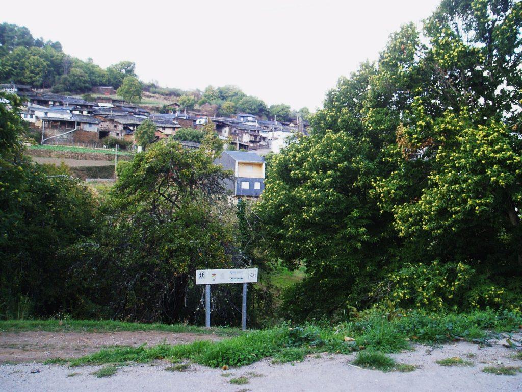 Vista de Cernego y entorno donde está la carretera