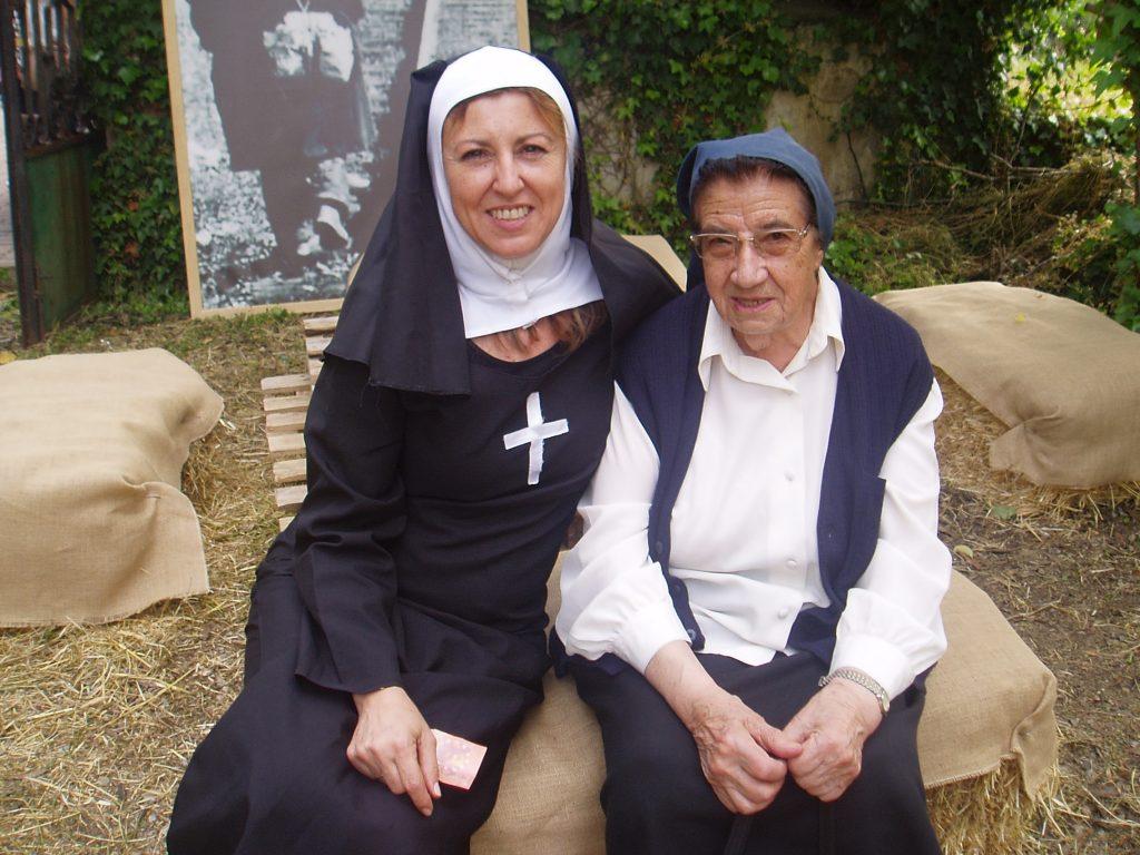 Voluntaria de la caridad y sor Celestina