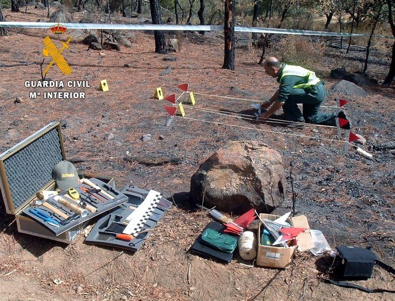 Foto de archivo. Investigación de un incendio forestal por parte de la Guardia Civil