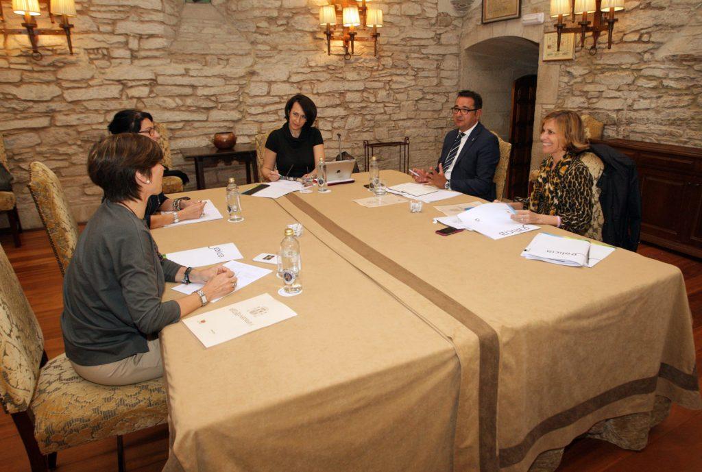 La directora de Turismo de Galicia, Nava Castro, en la reunión con los directores generales de España Verde Autoría: Conchi Paz