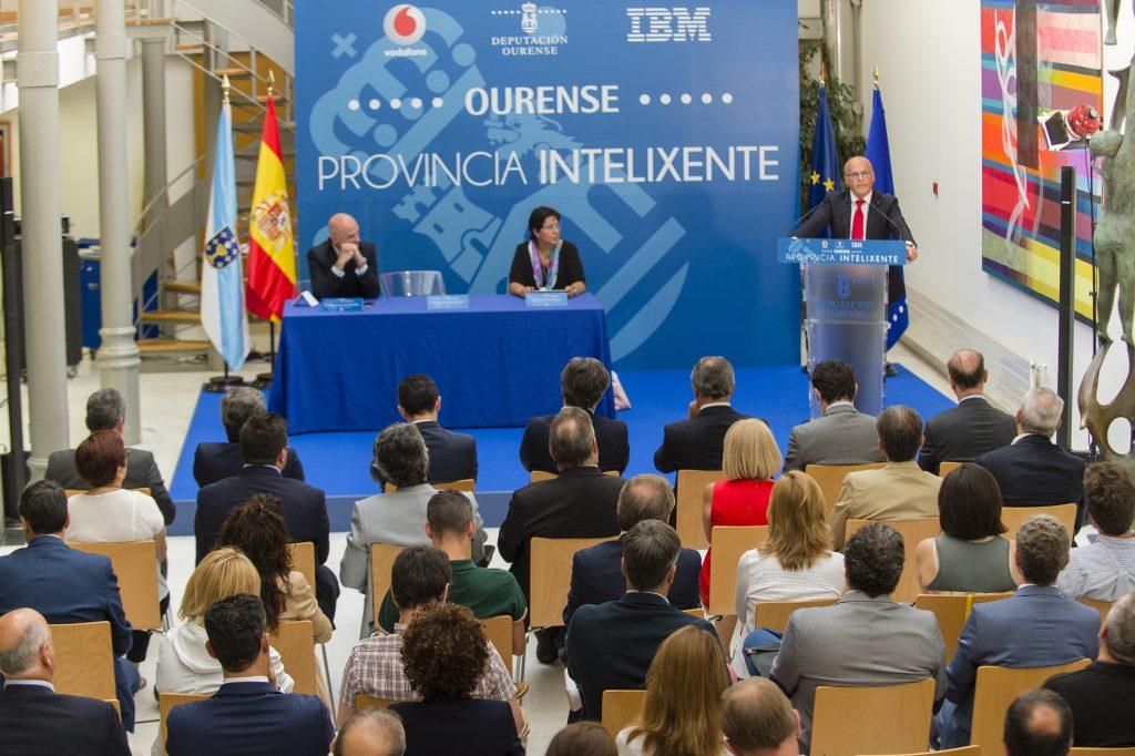 Acto de sinatura do convenio entre Deputación de Ourense, Vodafone e IBM