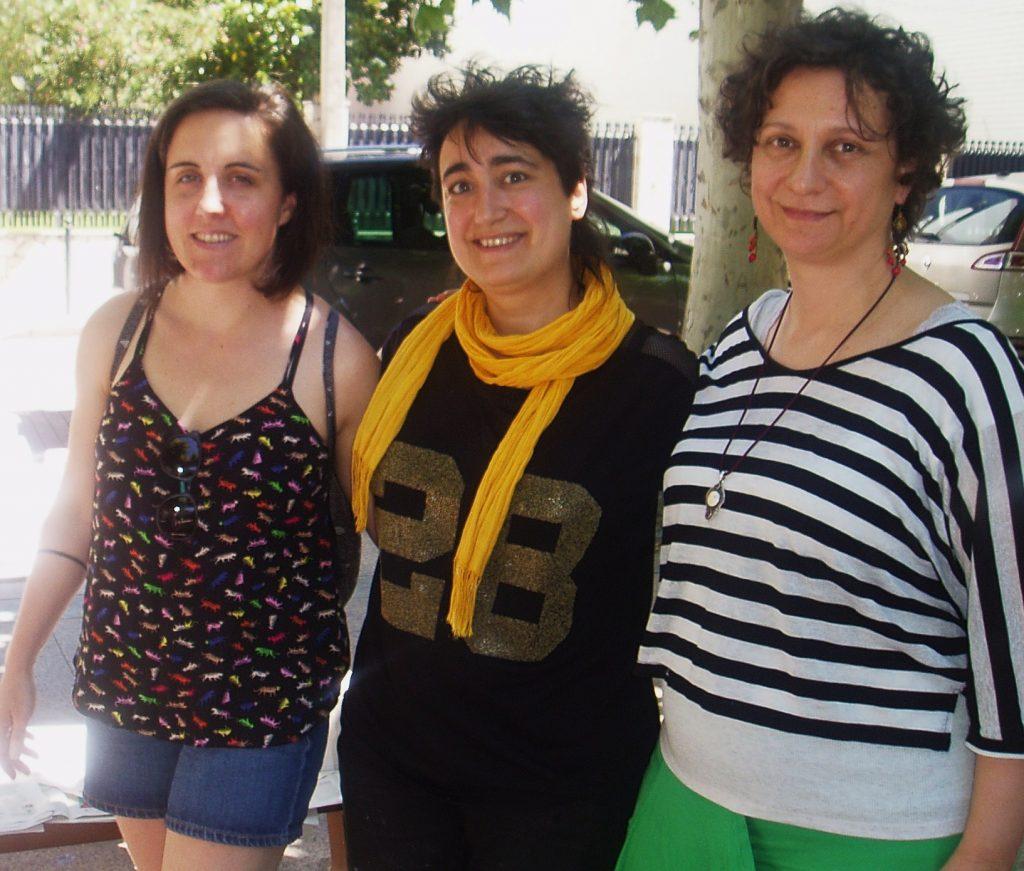Bea Romarty (en el centro) con artistas como Reme Remedios