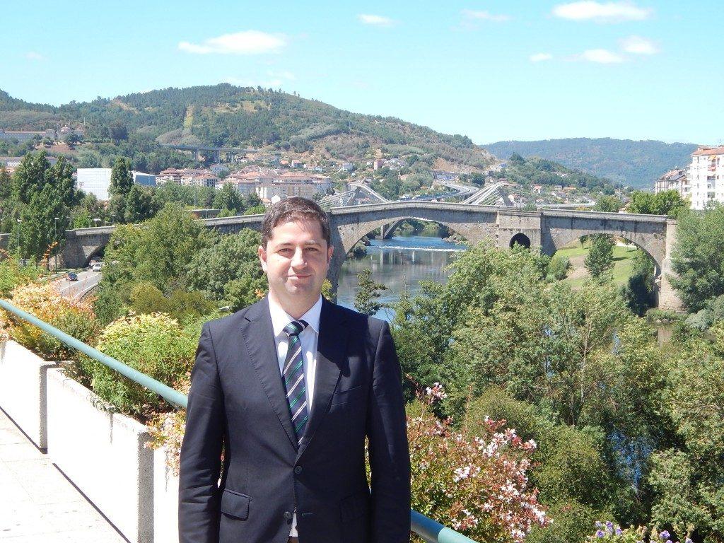 Marcos Vila Fernández Director Gerente de Ponte Vella Centro Comercial y Ocio en la terraza