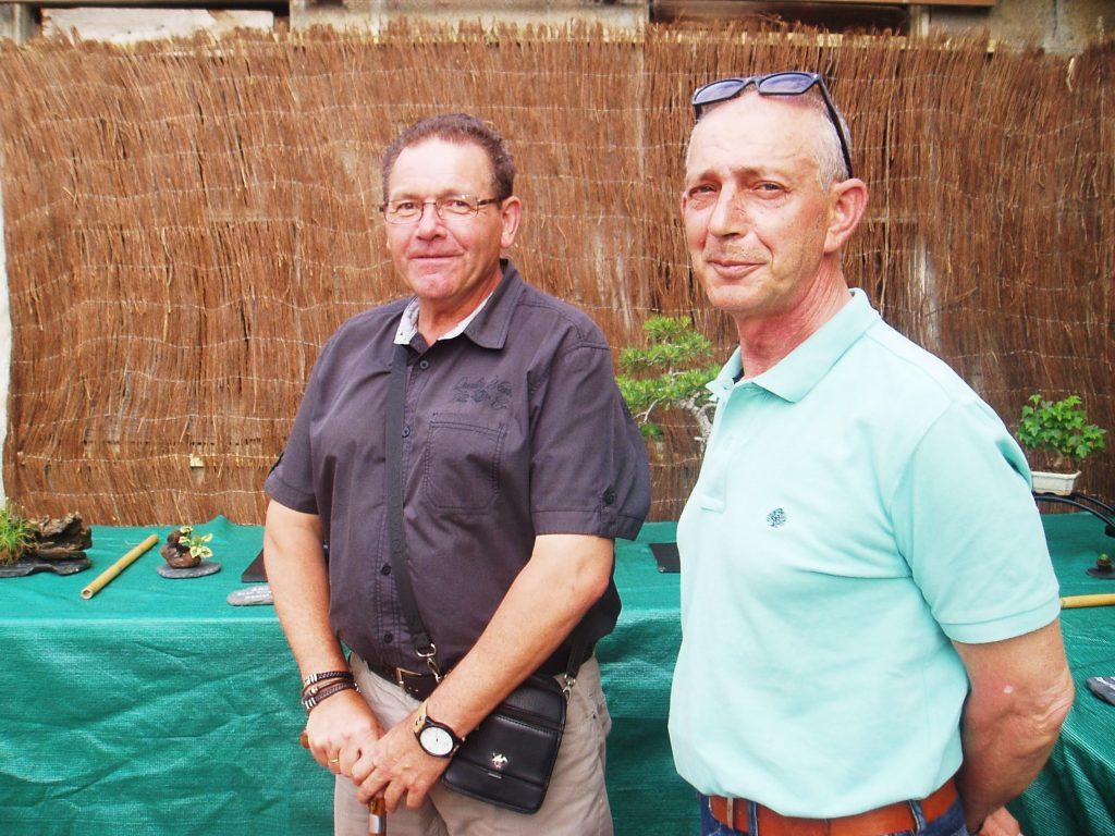Daniel Fernández y José Lázare, aficionados a los bonsáis