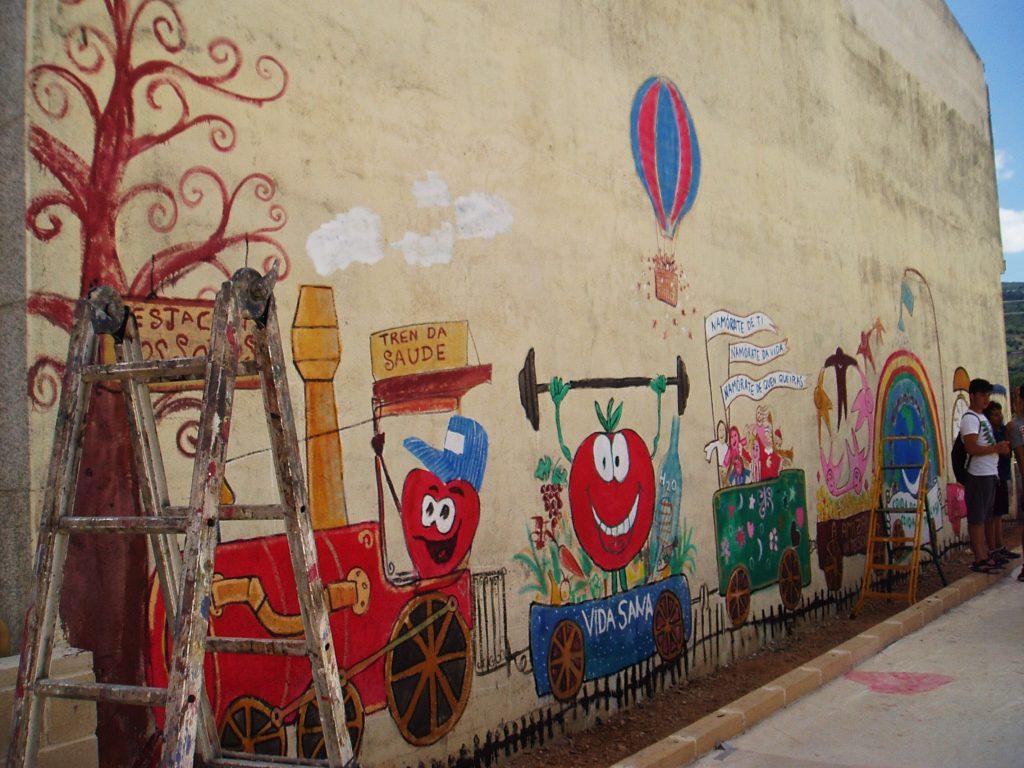 El tren de salud y la estación de los sueños pintada por los niños