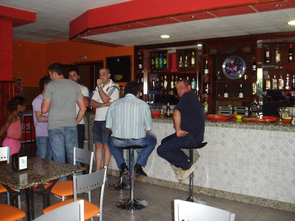 En el interior del bar San Roque