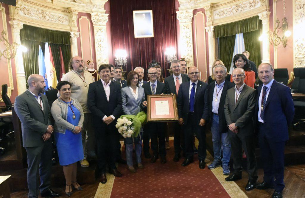 Entrega do título de fillo predilecto da cidade á familia de Estanislao Reverter