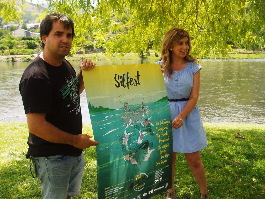 Jorge Álvarez y Margarita Pizcueta con el cartel del II Silfest