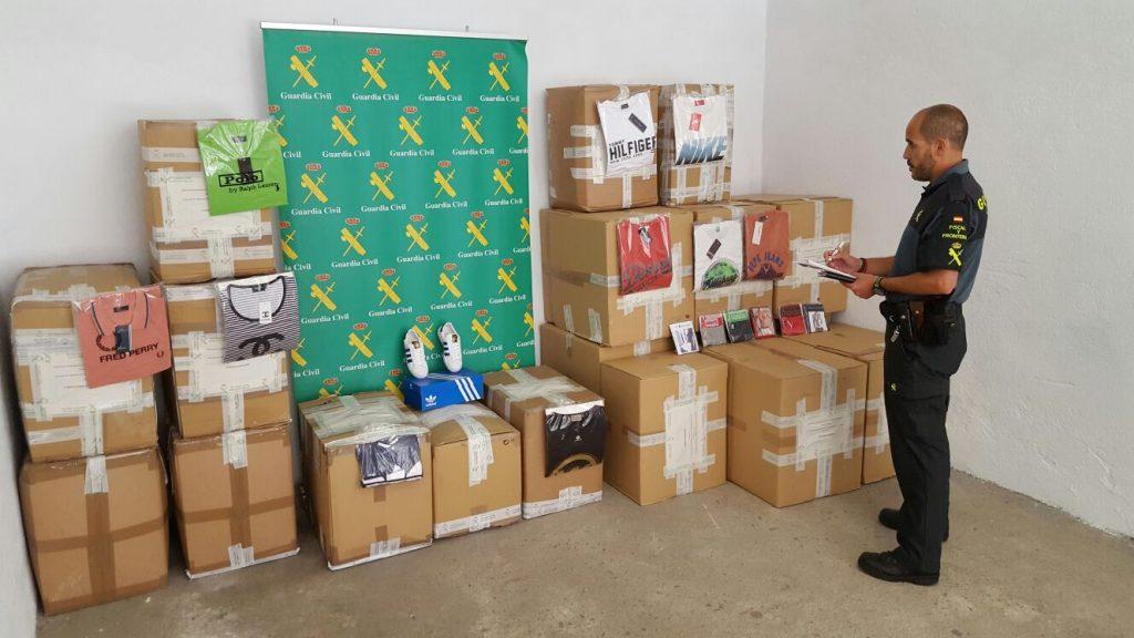 Las 19 cajas incautadas por la Guardia Civil