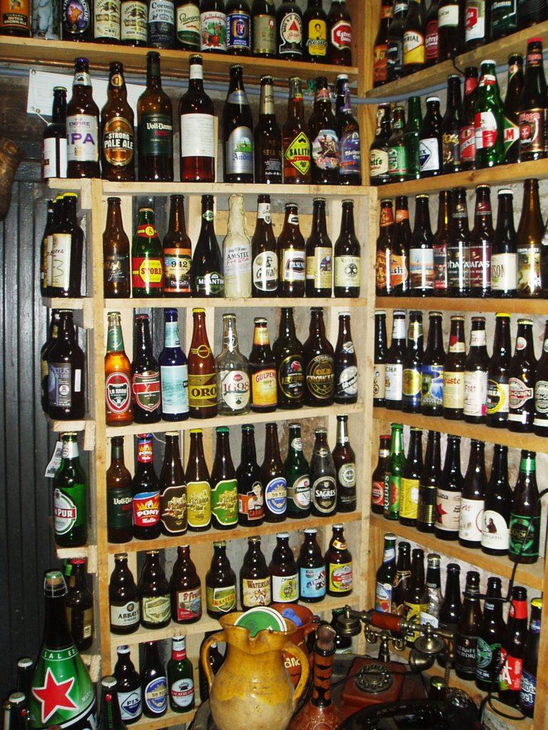 Las botellas de cerveza