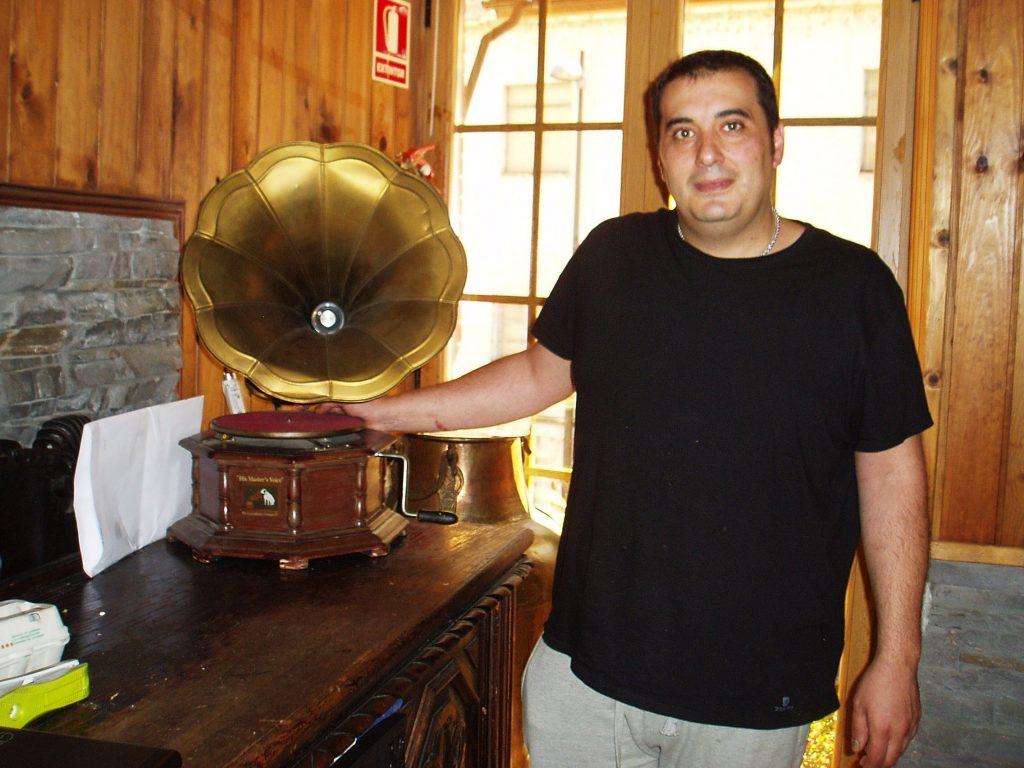 Nicolás González Ribalonga, propietario del Mesón-Museo de Sobradelo