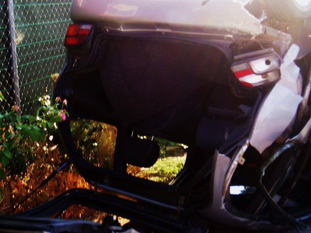Patre trasera del coche alcanzada