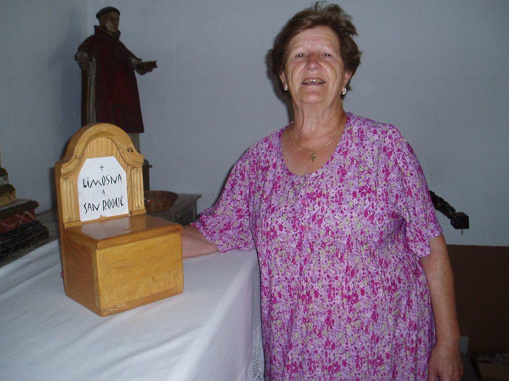 Angélica Carballo anima a dar donativos para pintar la capilla de San Roque
