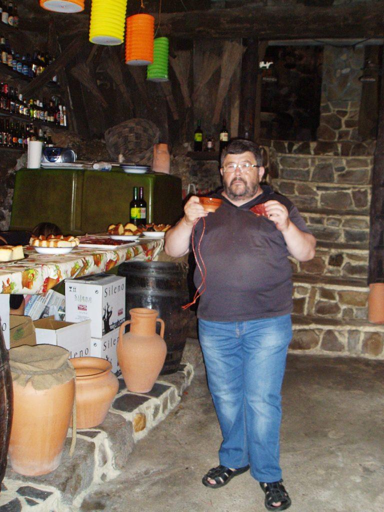 Con vino y jamón