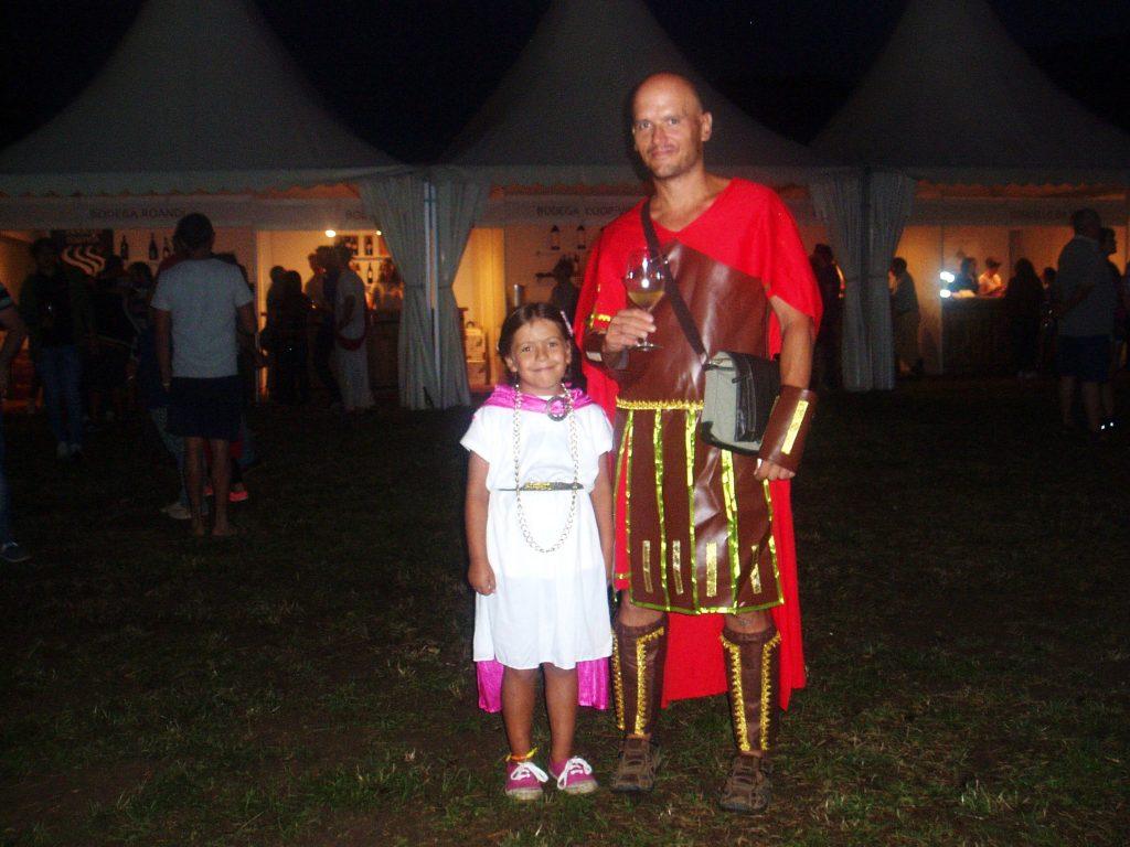 Dos romanos disfrutado del domingo en la BacoFesta