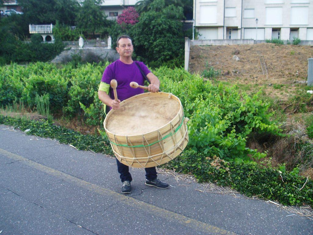 El alcalde de Vilamartín  preparado para salir con el Folión Os Viticultores