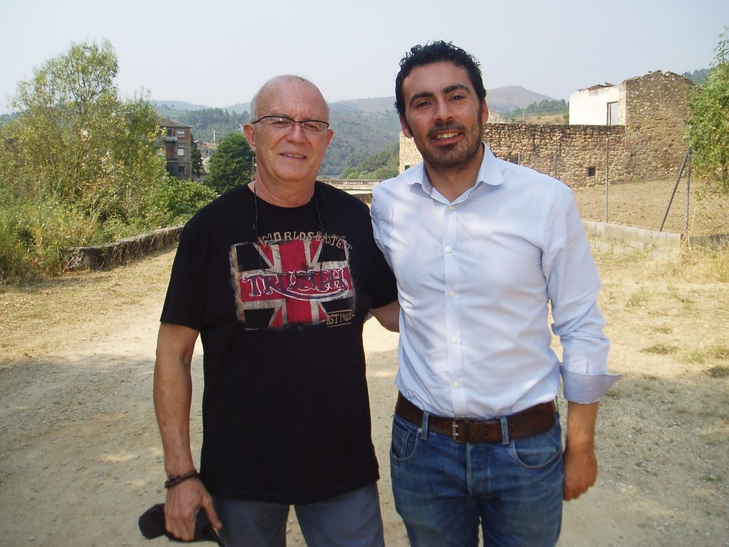 El presidente del Consello Regulador, Francisco García, y el alcalde de A Veiga