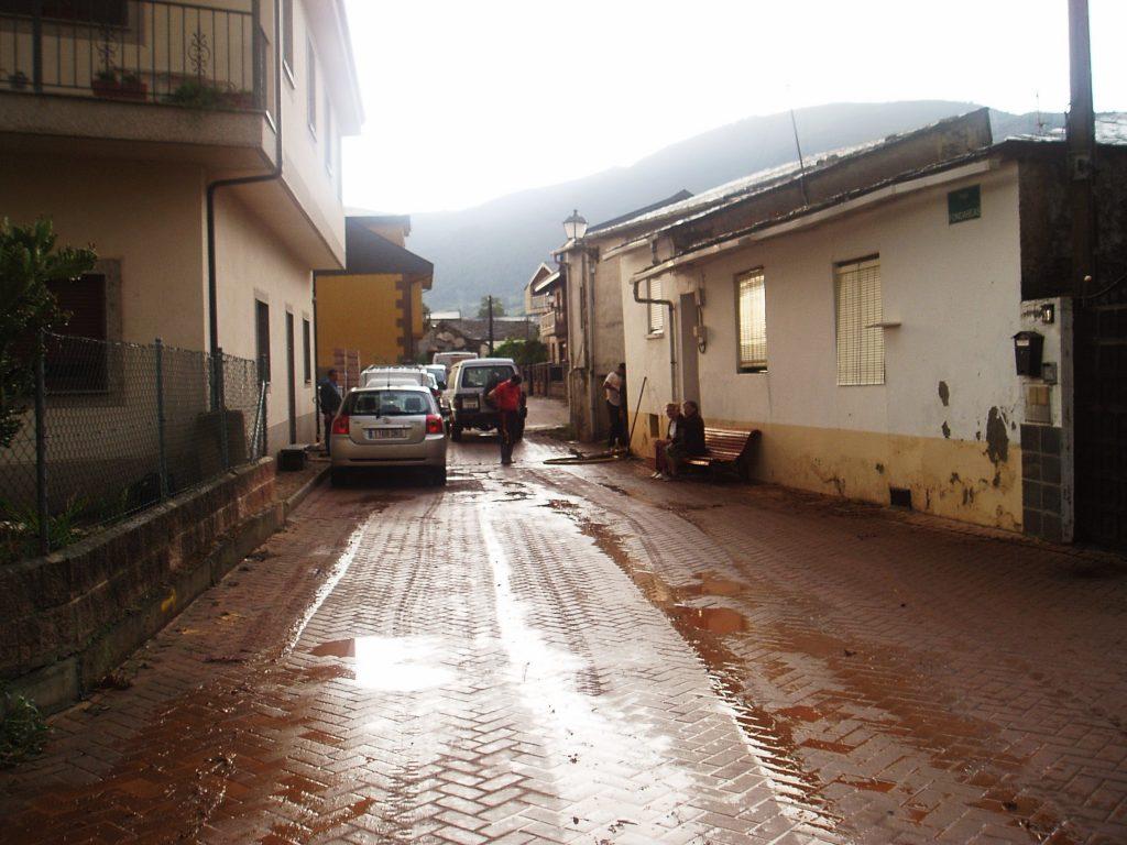 La calle Fondareas inundada