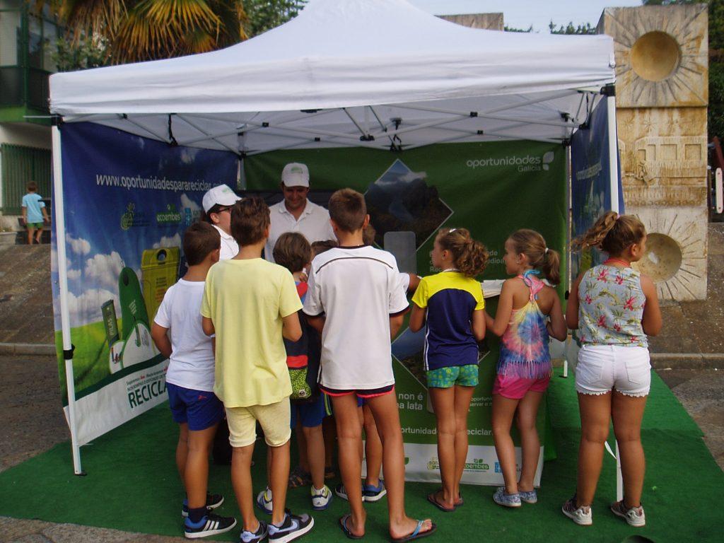 Los niños de Vilamartín en la carpa Recicla