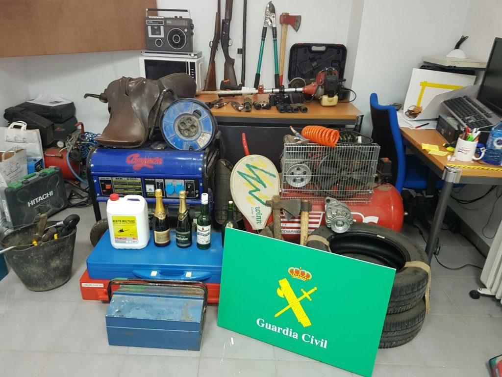 Material del que se incautó la Guardia Civil durante el registro domiciliario
