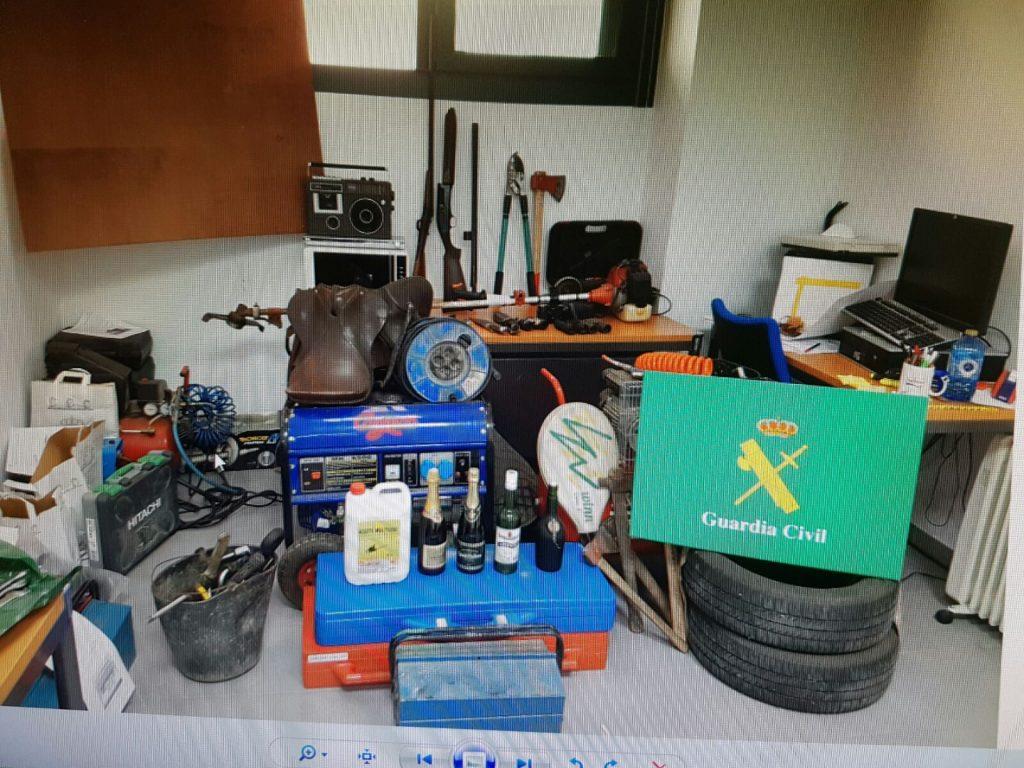 Material intervenido por la Guardia Civil que será expuesto en el cuartel de Xinzo de Limia