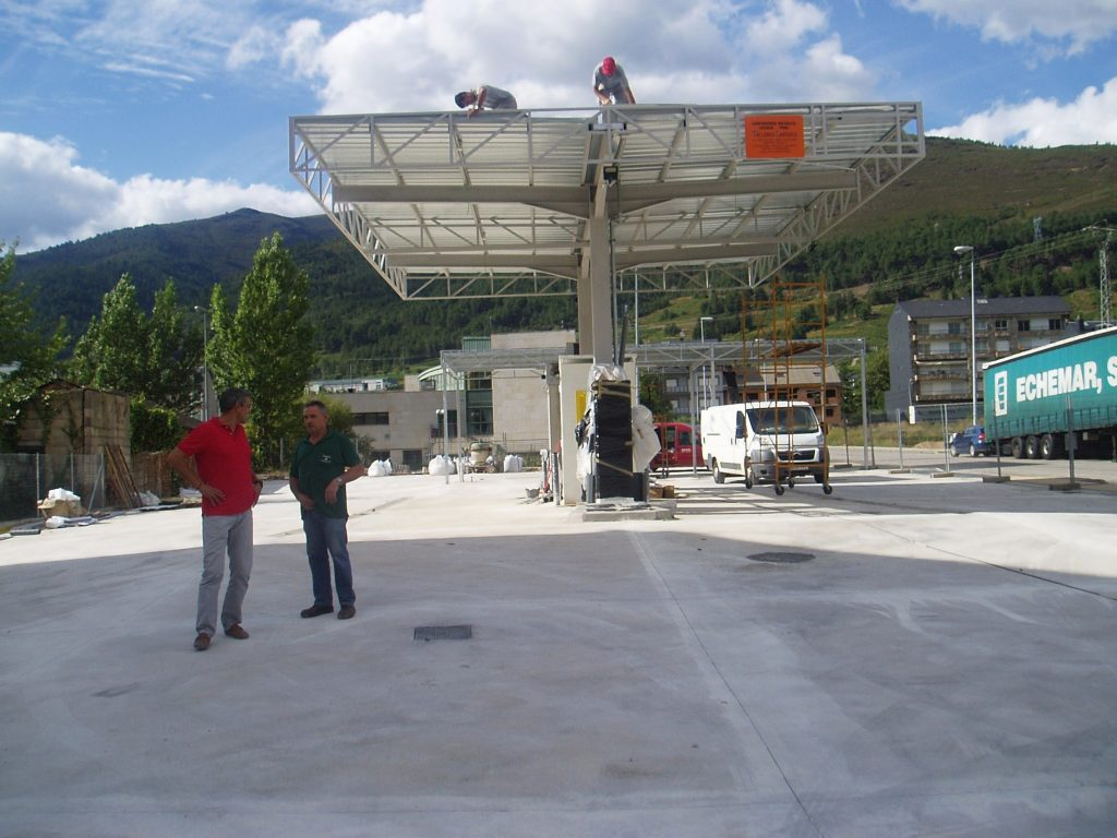 Obras prácticamente finalizadas de la gasolinera de bajo coste de A Rúa