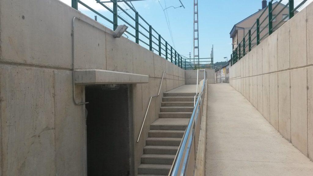 Parte exterior de acceso al paso