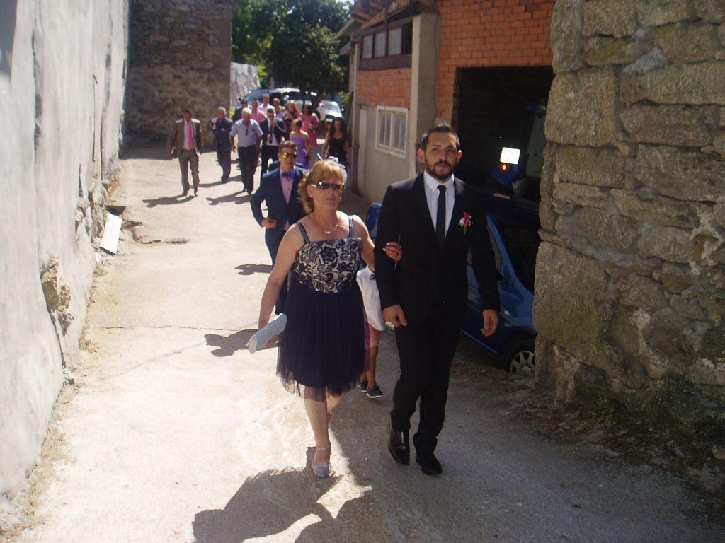 Paseíllo del novio con la madre de la novia, Teresa
