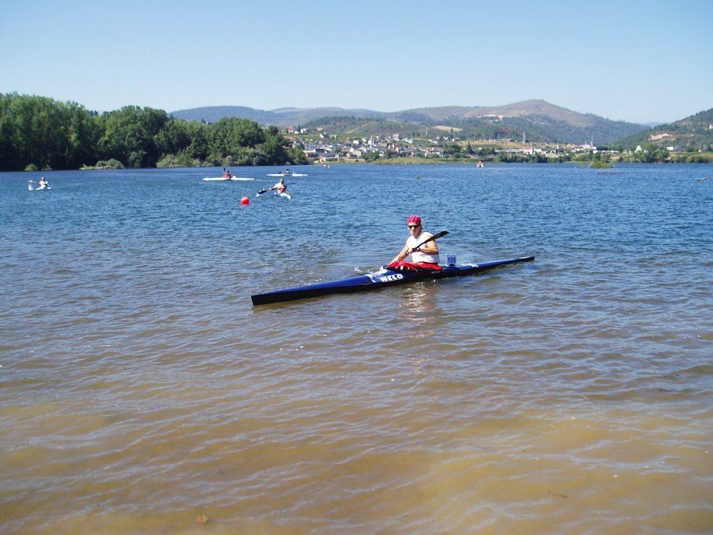 Un piragüista participante de O Barco