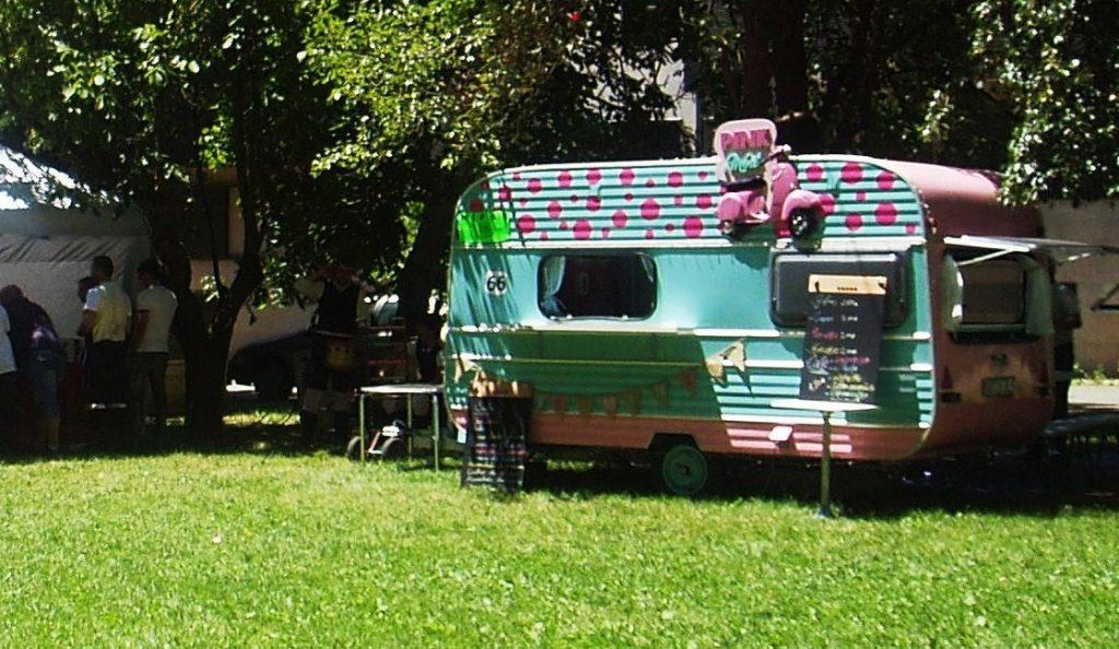 Una food truck de O Barco en la I Romería del barrio de O Chao este verano