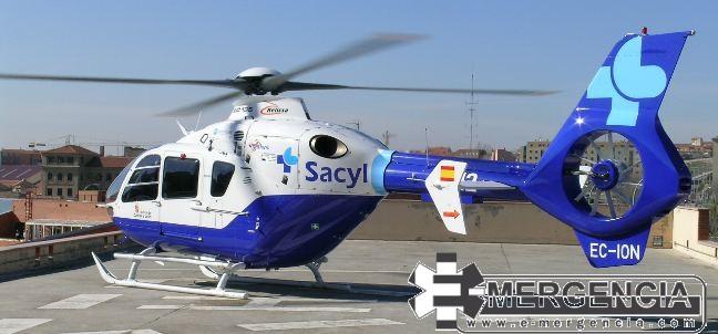 Se requirió al helicóptero medicalizado con base en Ourense que no llegó a aterrizar en el punto, al confirmarse , desgraciadamente, el fallecimiento