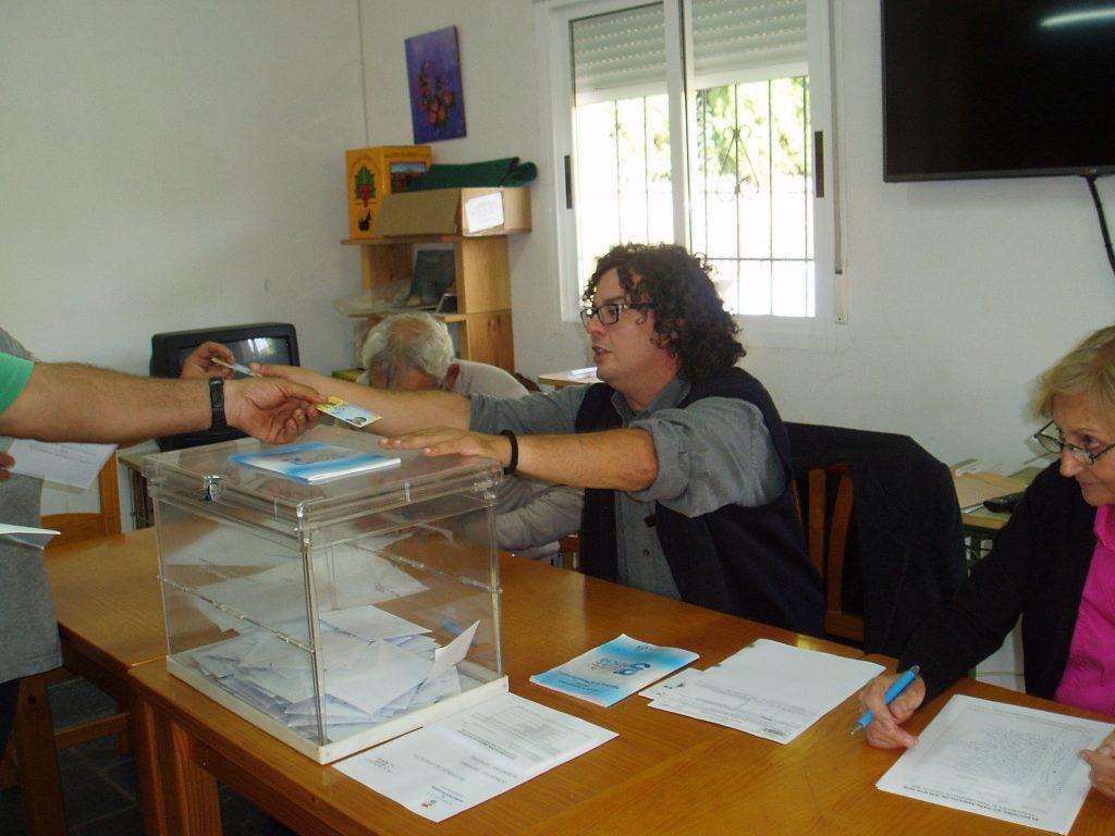Centro social de Portela (Vilamartín) convertido en colegio electoral