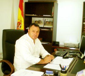 Eduardo Morán, alcalde de Camponaraya, en su despacho municipal
