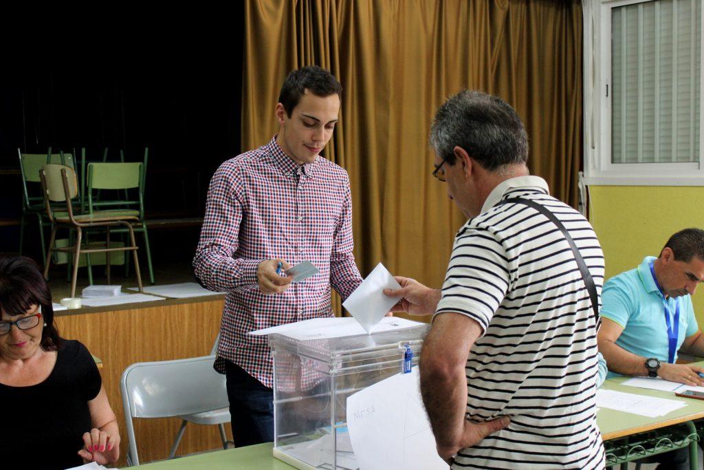 Votante ejerciendo el derecho a voto