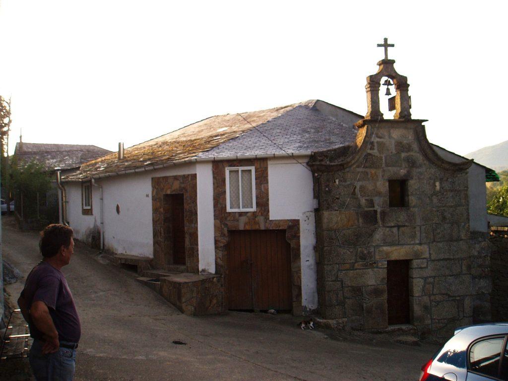 La casa-capilla es la única habitada de Casasola