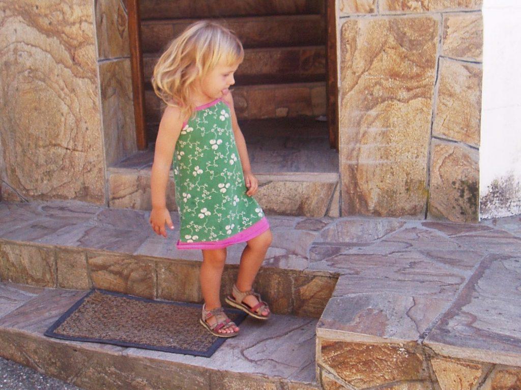 La niña que dio vida a Casasola durante el verano