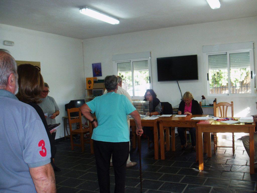 Portela, votando por la tarde en el centro social