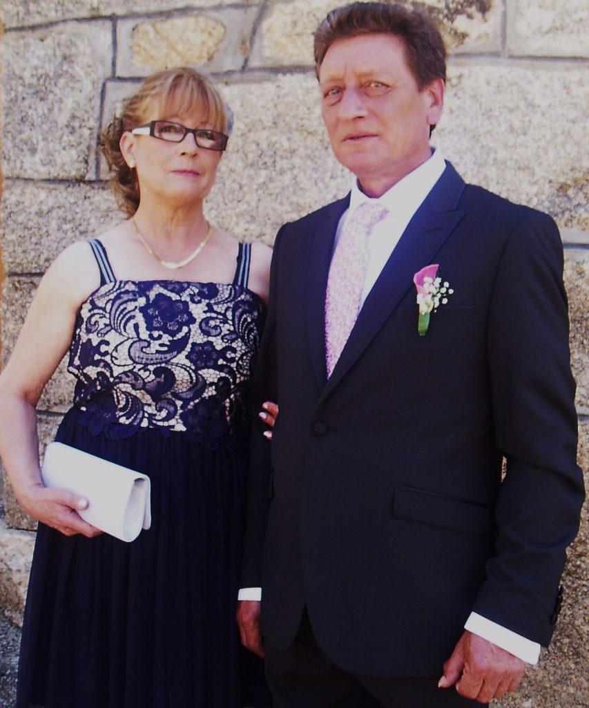 Teresa y Fermín los únicos habitantes de Casasola, hace unos días, el día de la boda de su hija