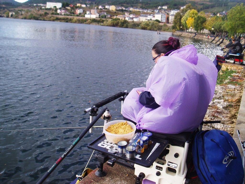 Alba Tomé,  pescadora de Ourense