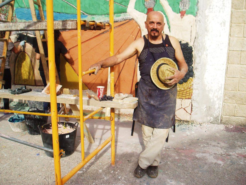 El maestro escultor Carlos Moreyra