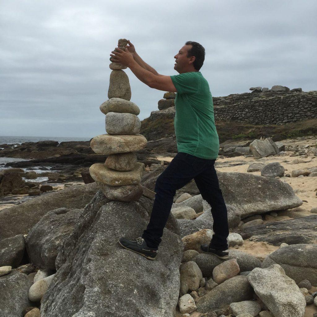 Enrique Álvarez Barreiro es escultor y tiene una empresa de construcción y cantería