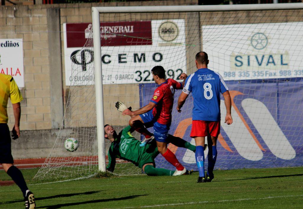 Javi Ballesteros en el momento de marcar uno de los 7 goles